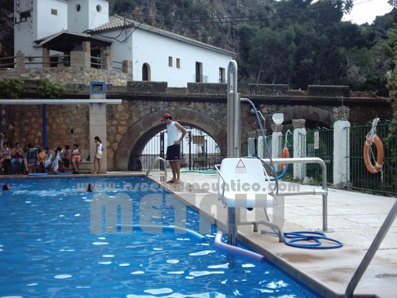 Andalucia Piscinas Municipales Ascensor Acuatico