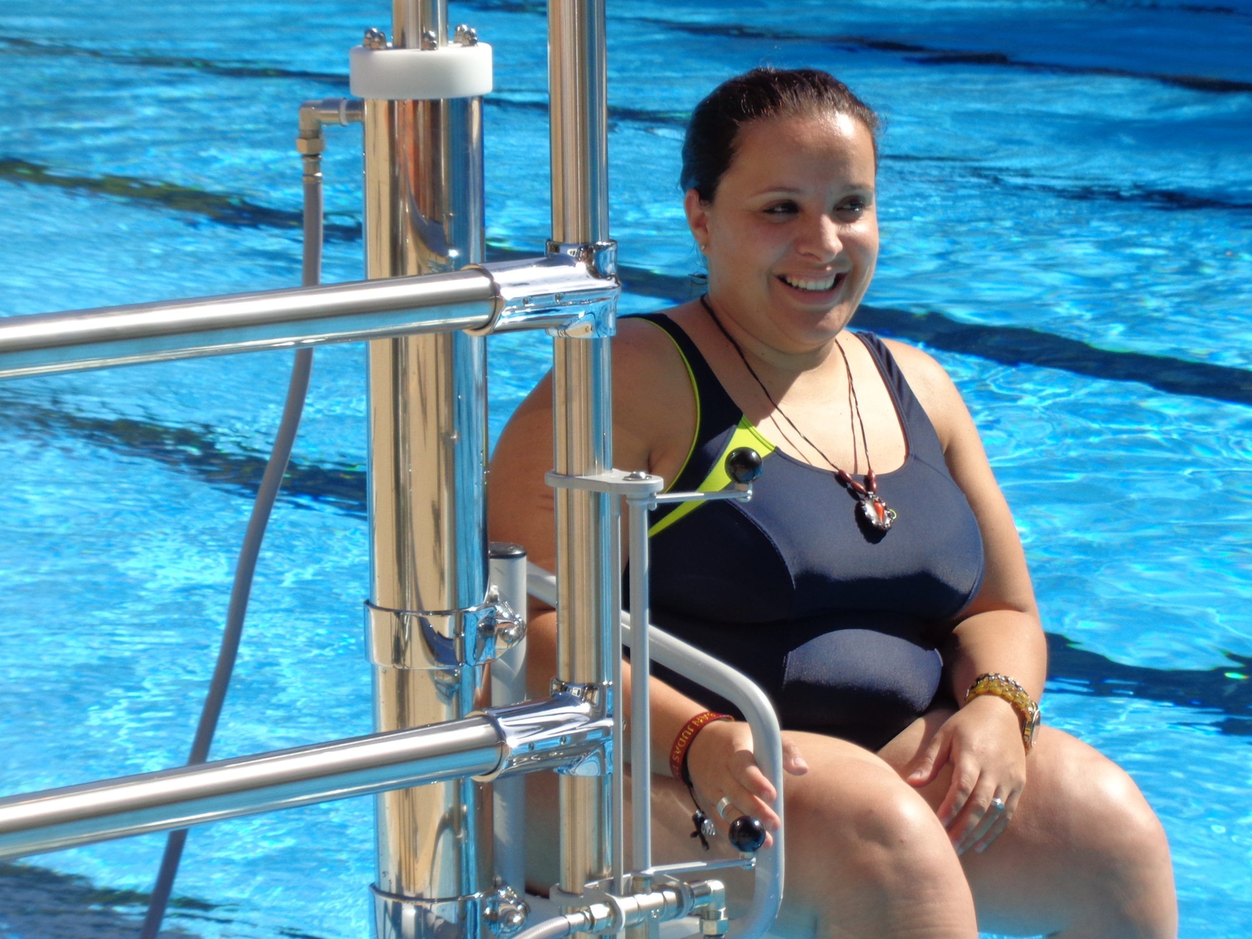 elevador acuatico hidraulico para piscinas accesibilidad discapacidad minusvalidos silla grua