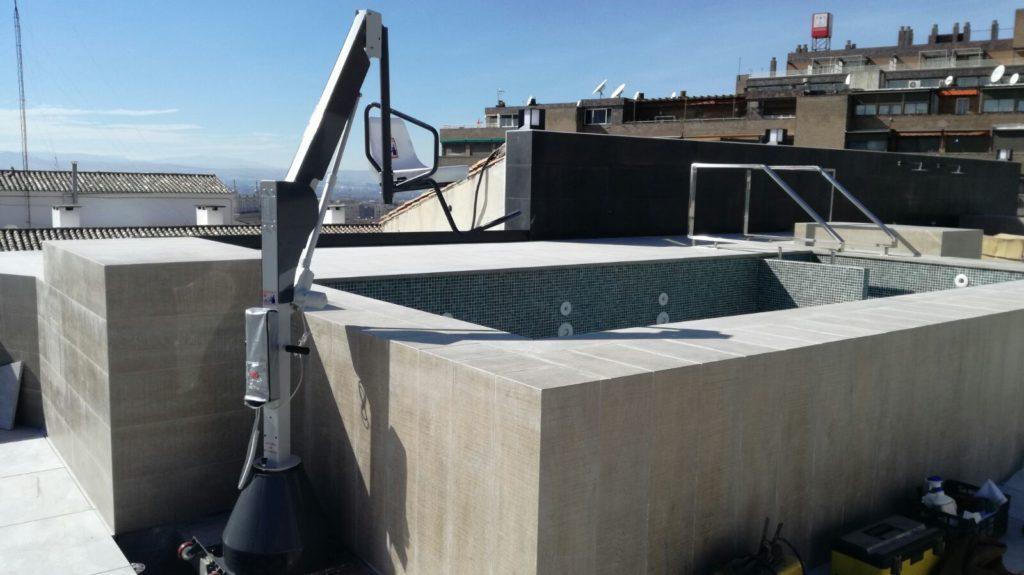 grua piscina accesibilidad elevador hidraulico minusvalidos discapacitados hoteles spas pool